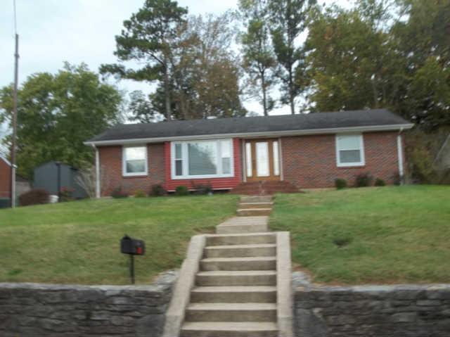 810 3rd Ave, Fayetteville, TN 37334