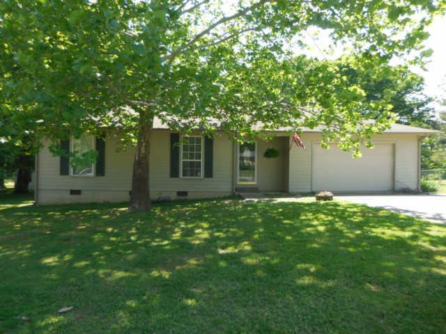 16 Town Rd, Fayetteville, TN 37334