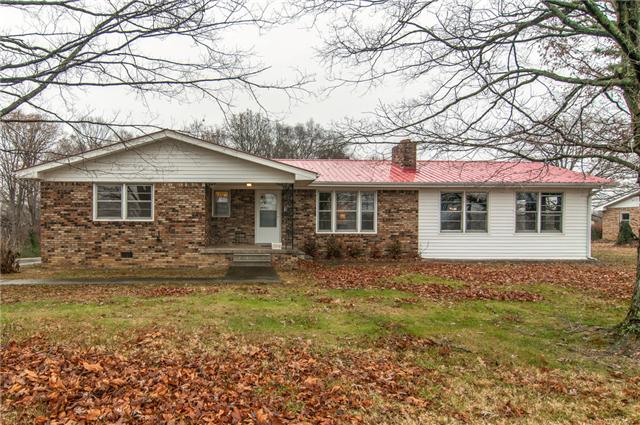500 Old Stewart Rd, Tennessee Ridge, TN 37178
