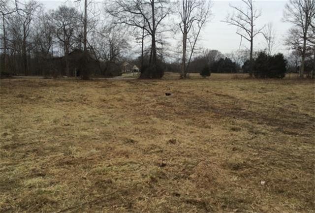 2753 Dick Farmer Rd, Cedar Hill, TN 37032