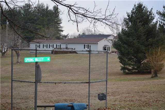 102 Brenda Ln, Cross Plains, TN 37049