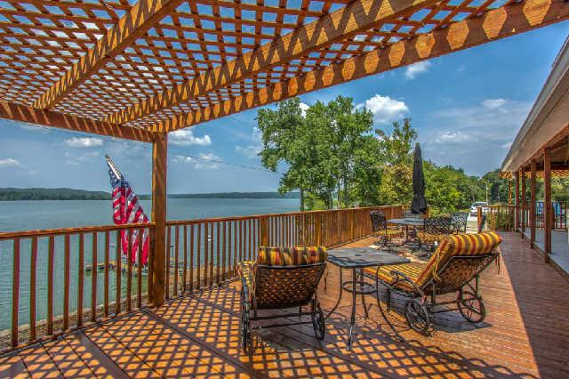 8 Lakefront Dr, Waverly, TN 37185