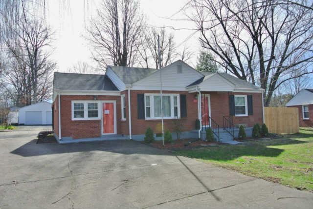 218 E Meadow Cir, Clarksville, TN 37043