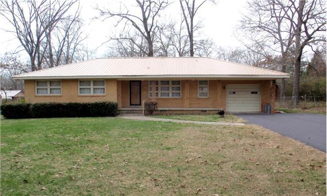 211 Crestwood Dr, Tullahoma, TN 37388