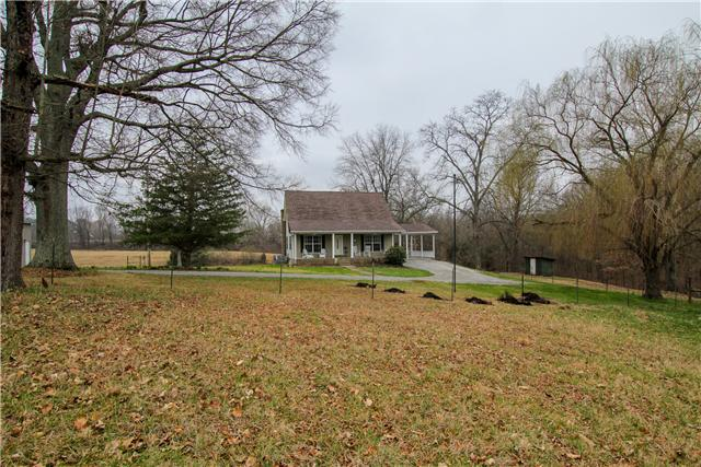 3042 Old Greenbrier Pike, Greenbrier, TN 37073
