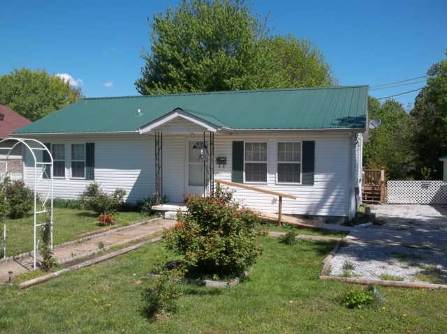 321 Caruthers Ave, Hohenwald, TN 38462
