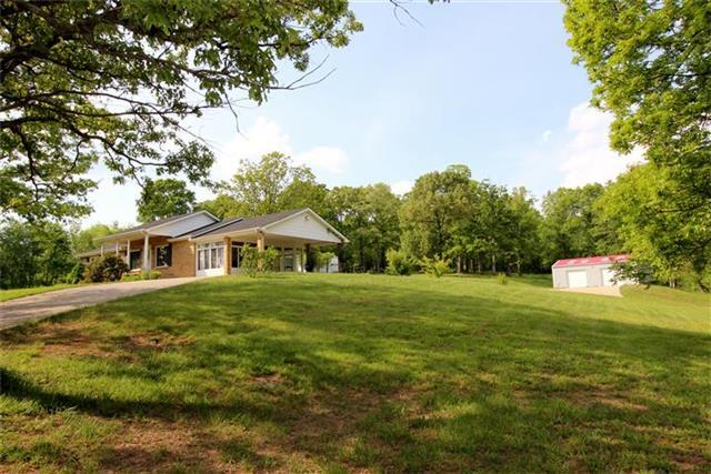 189 Upper Alsup Rd, Tennessee Ridge, TN 37178