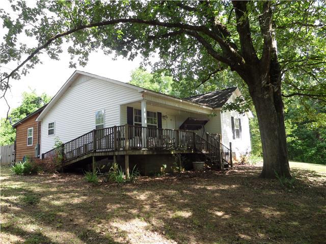 2040 Linden Hwy, Clifton, TN 38425