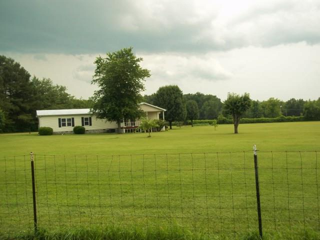 125 Lyles Rd, New Johnsonville, TN 37134