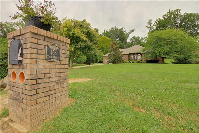 455 Stonemeadow Rd, Clarksville, TN 37043