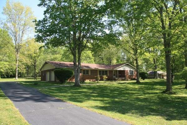 2103 Oak Dr, Crossville, TN 38555