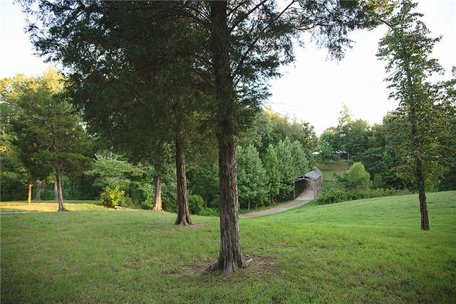2221 Grays Bend Rd, Centerville, TN 37033