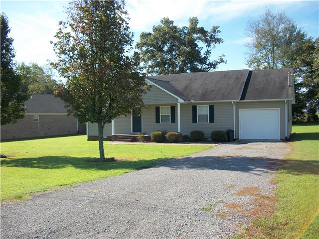 7 Robinwood Dr, Fayetteville, TN 37334