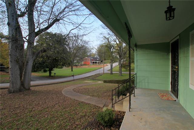 1017 Oakdale Dr, Columbia, TN 38401