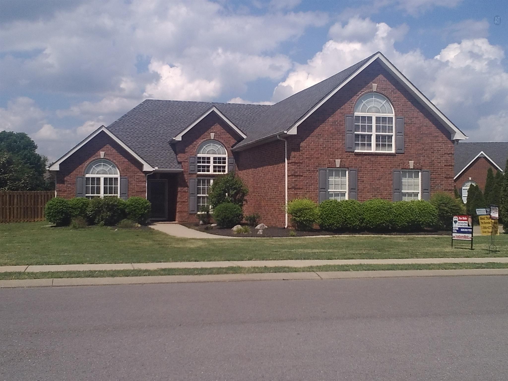 2702 Maylon Dr, Murfreesboro, TN 37128