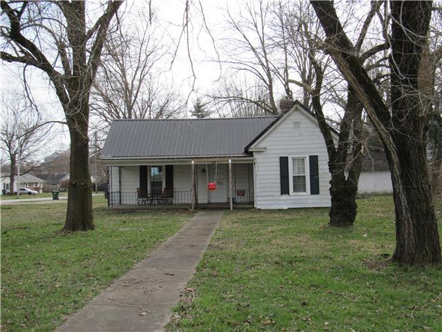229 E Nashville St, Pembroke, KY 42266
