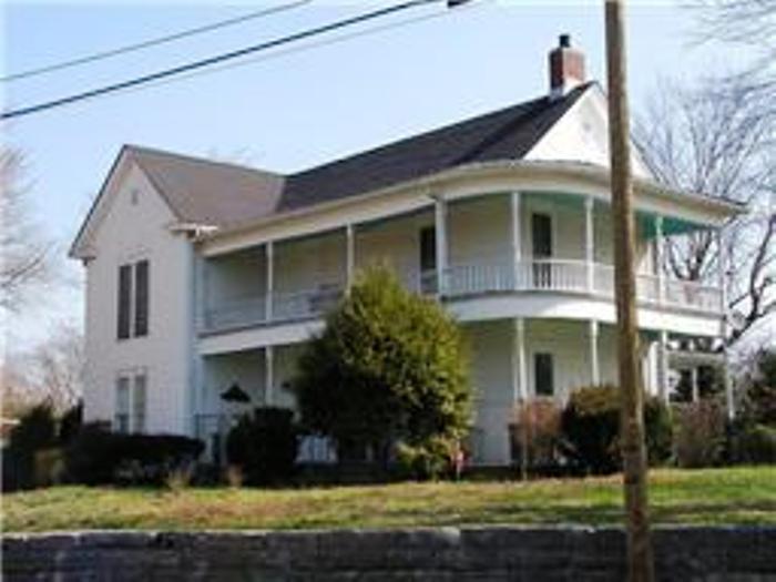 127 Columbia Ave, Centerville, TN 37033