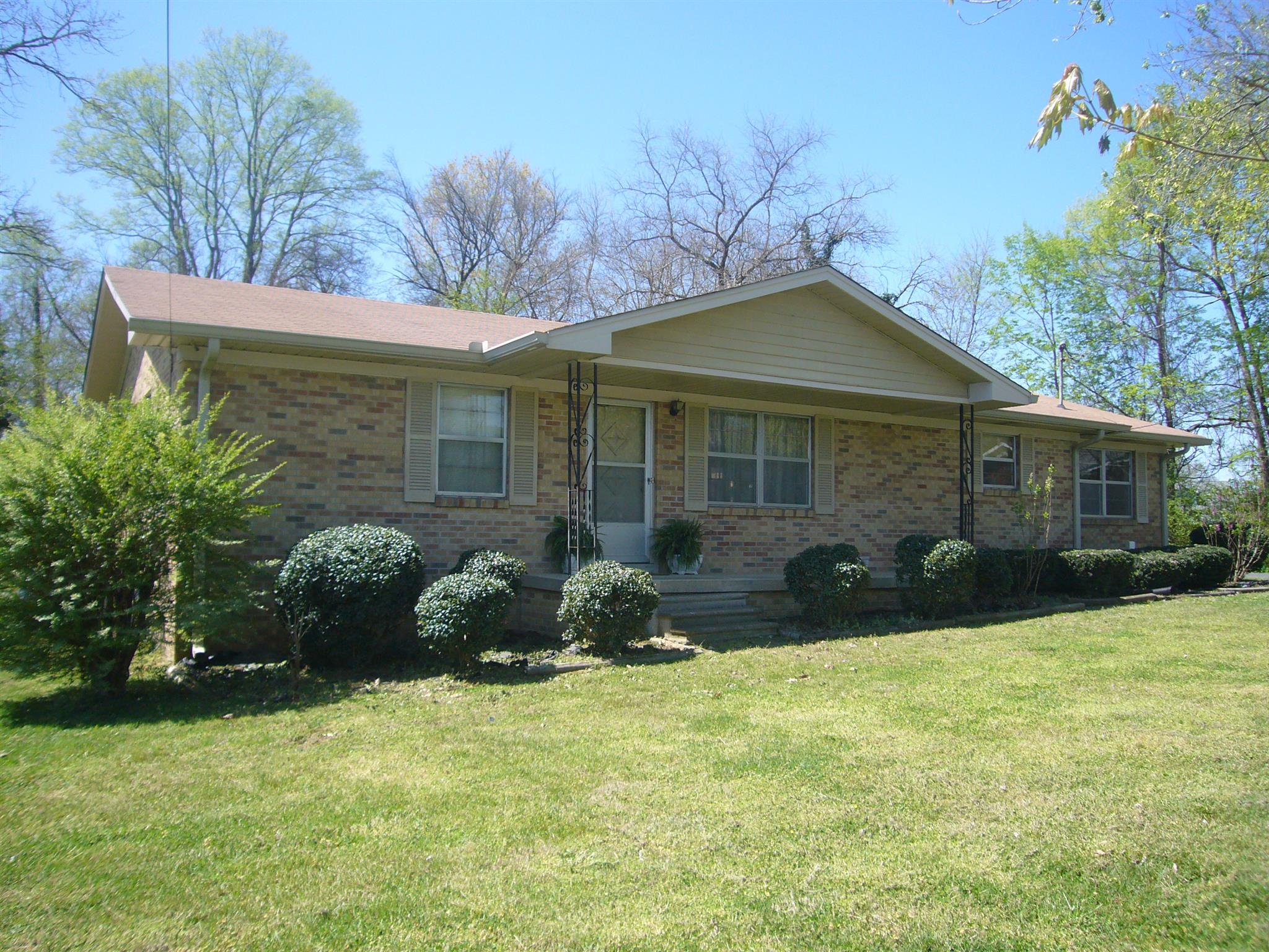 100 Trousdale Ct, Hartsville, TN 37074