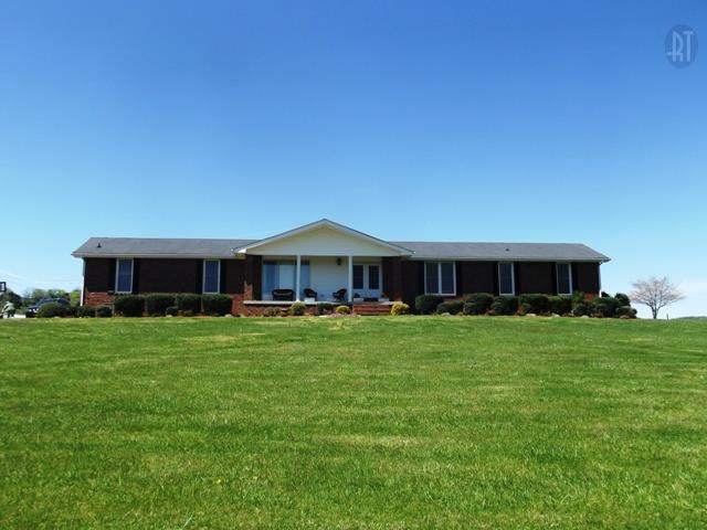 129 Trousdale Ferry Pike, Gordonsville, TN 38563