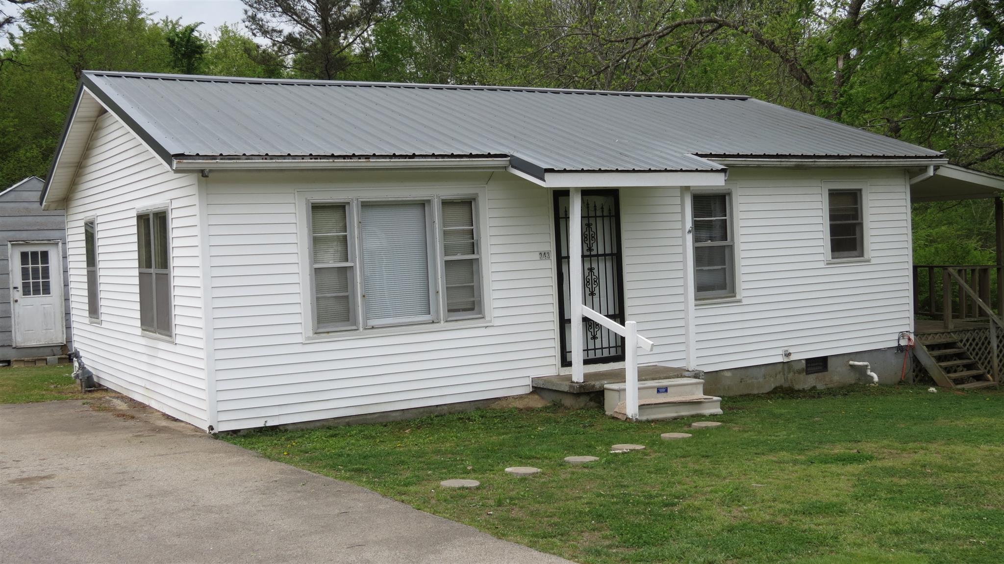 343 W 3rd St, Parsons, TN 38363