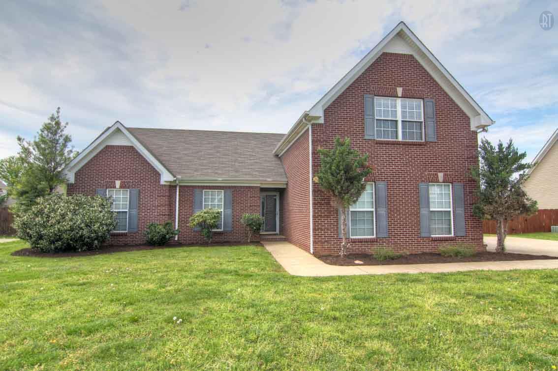 1740 Potters Ct, Murfreesboro, TN 37128