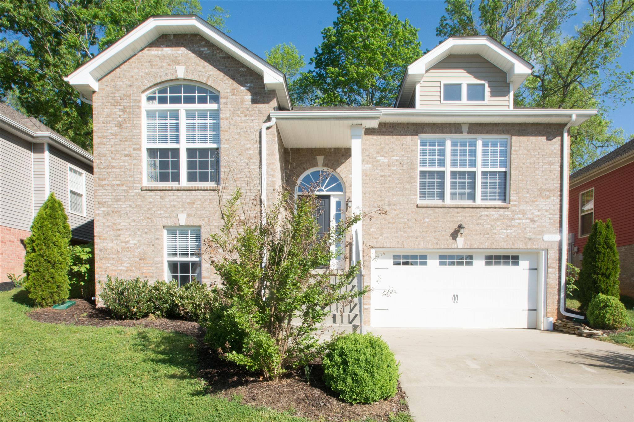 637 Hidden Valley Dr, Clarksville, TN 37040