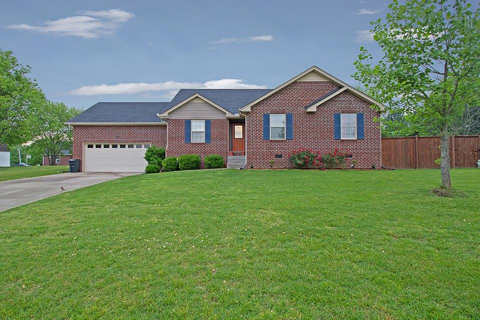 306 Twin Ct, Greenbrier, TN 37073