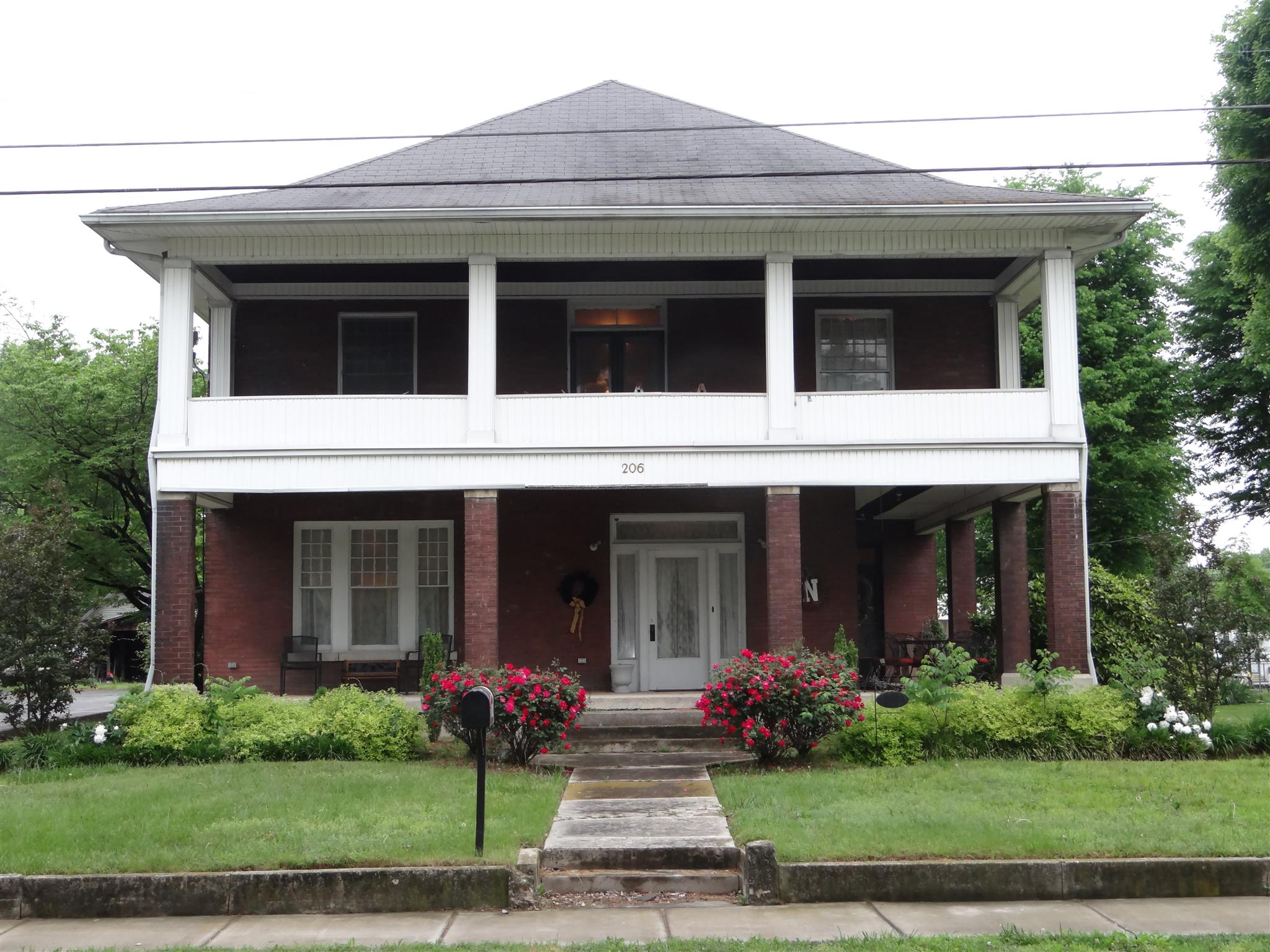 206 S Main St, Mount Pleasant, TN 38474