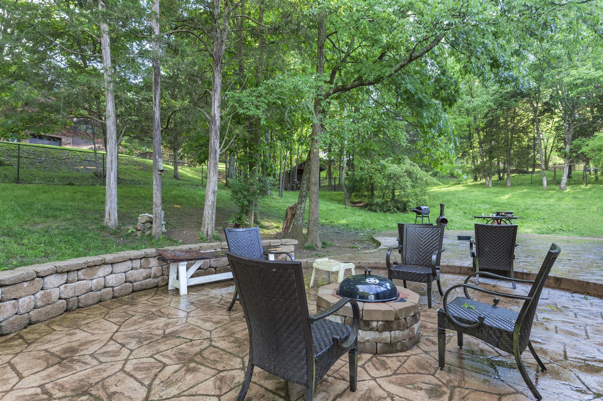 1324 Oak Valley Dr, Mount Juliet, TN 37122