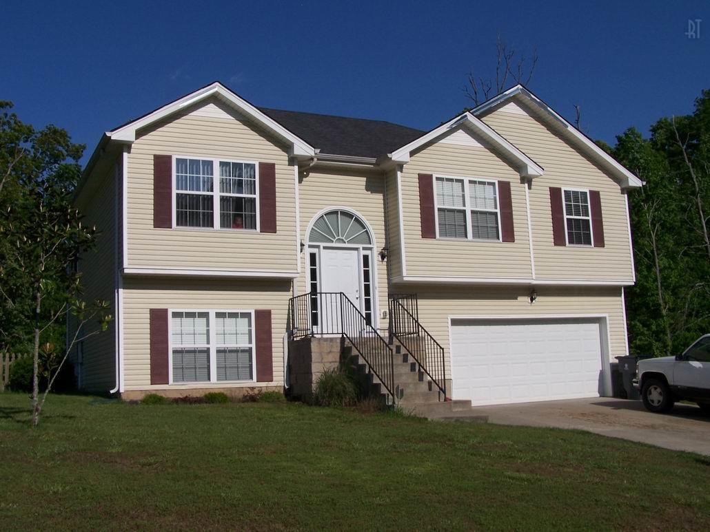 2617 Peach Grove Ln, Woodlawn, TN 37191