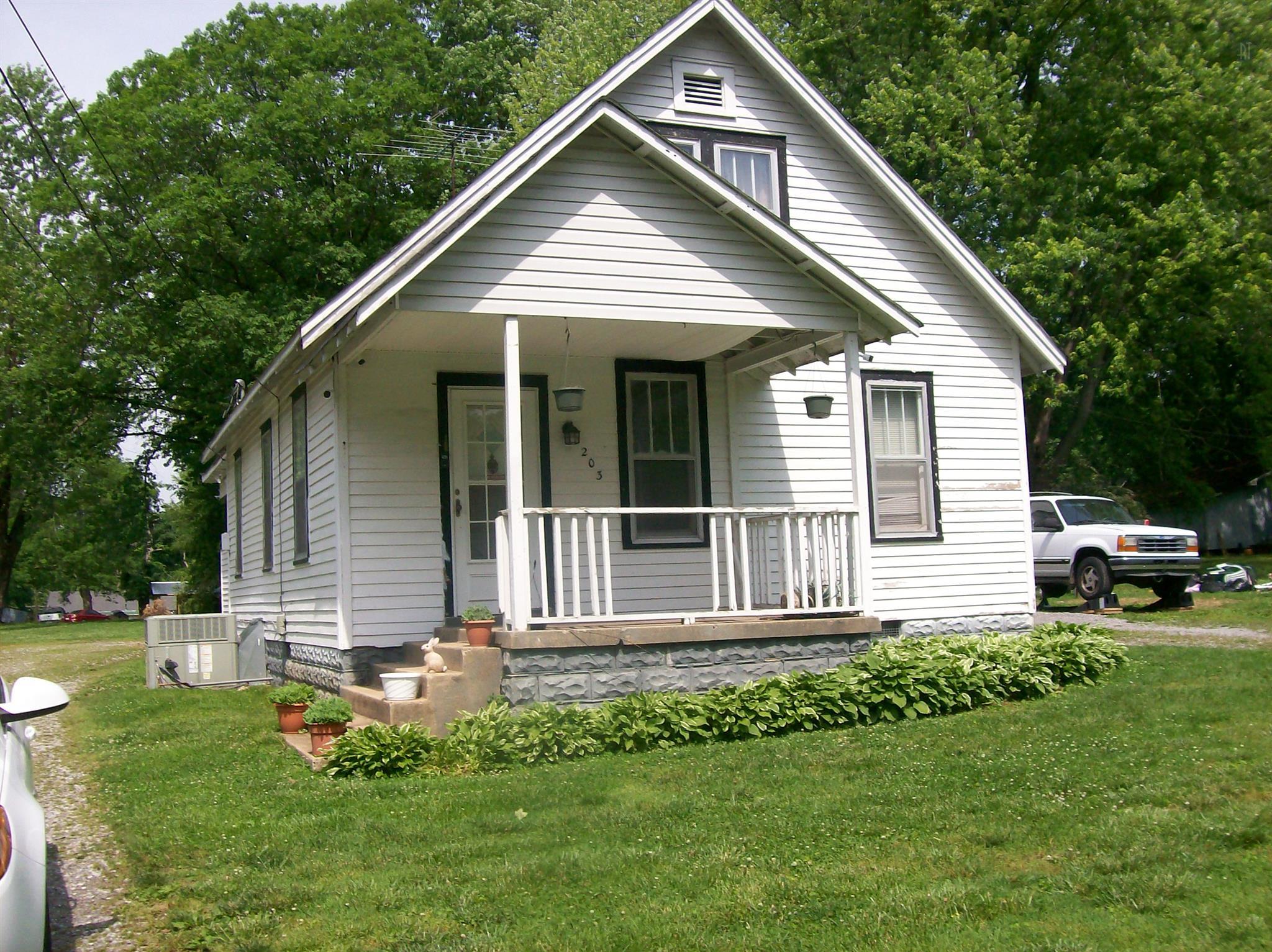 203 Circle Dr, Springfield, TN 37172