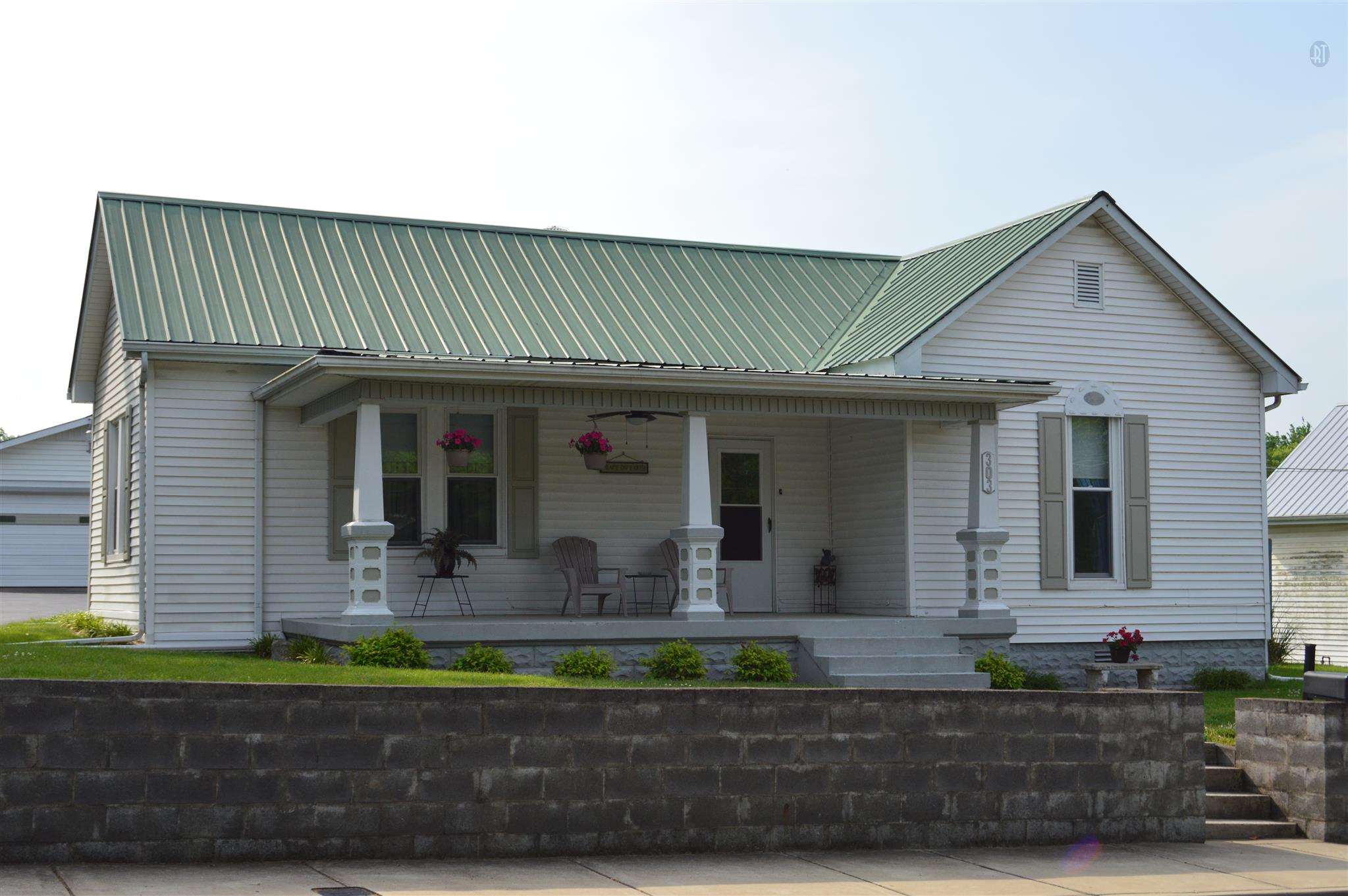 303 S Main St, Mount Pleasant, TN 38474