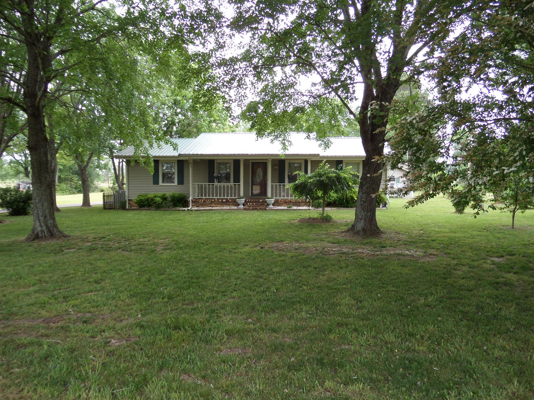 546 Weakley Creek Rd, Lawrenceburg, TN 38464