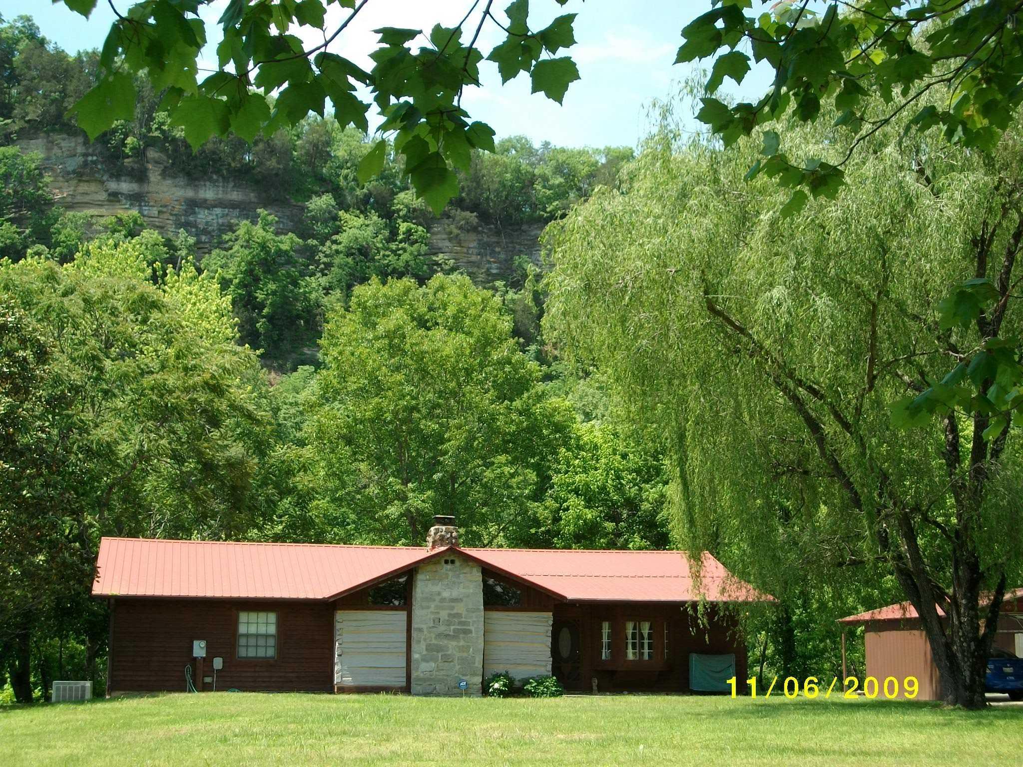 859 River Bend Dr, Celina, TN 38551