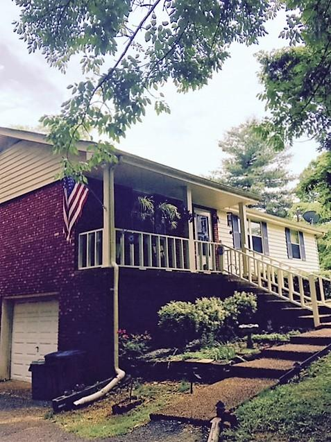 1200 Winding Way Dr, White House, TN 37188