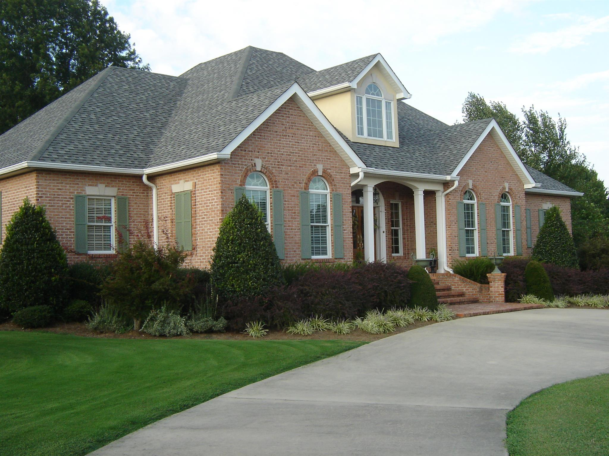 411 Riverbend Country Club Rd, Shelbyville, TN 37160
