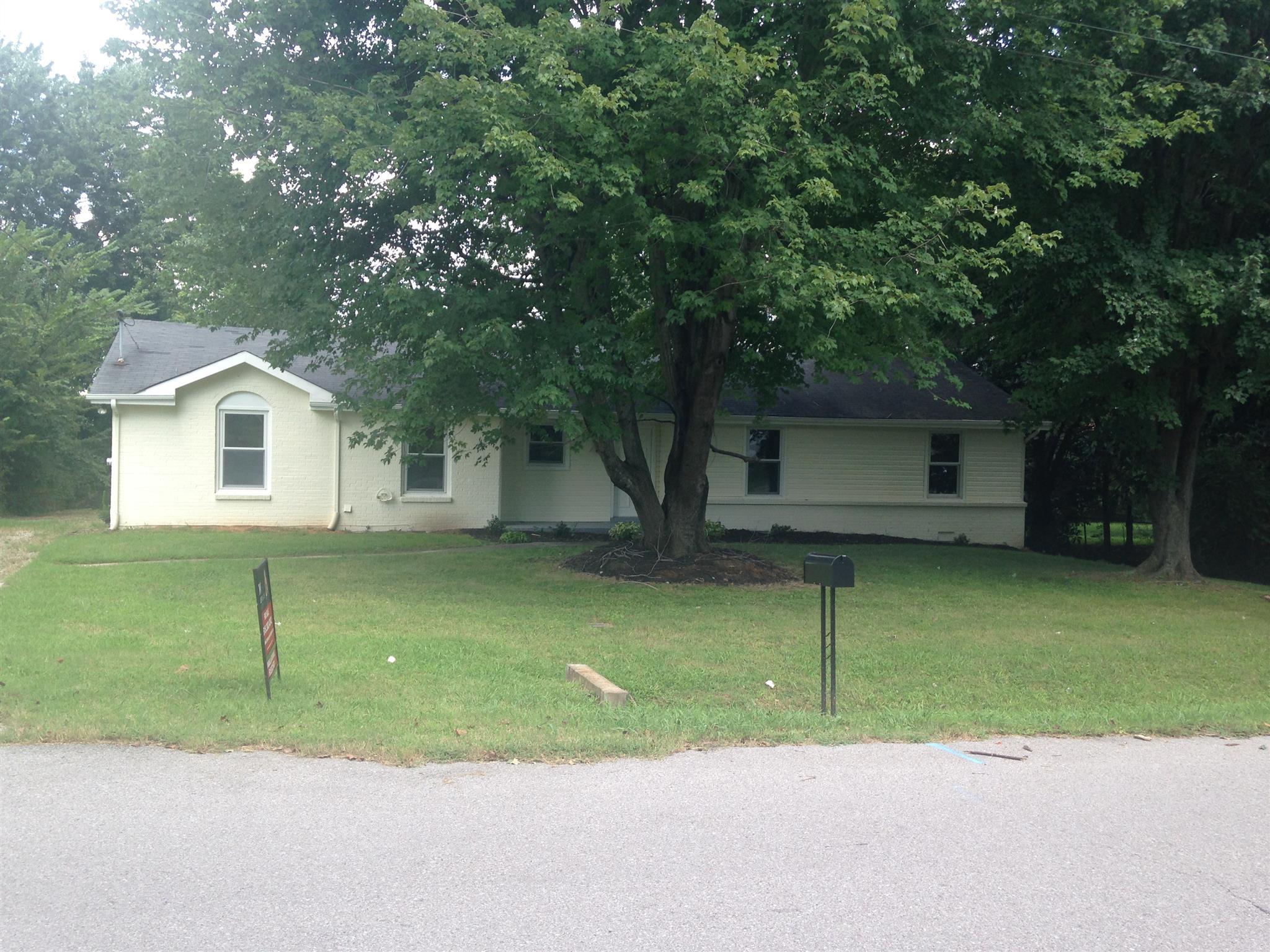 305 Mills Dr, Clarksville, TN 37042
