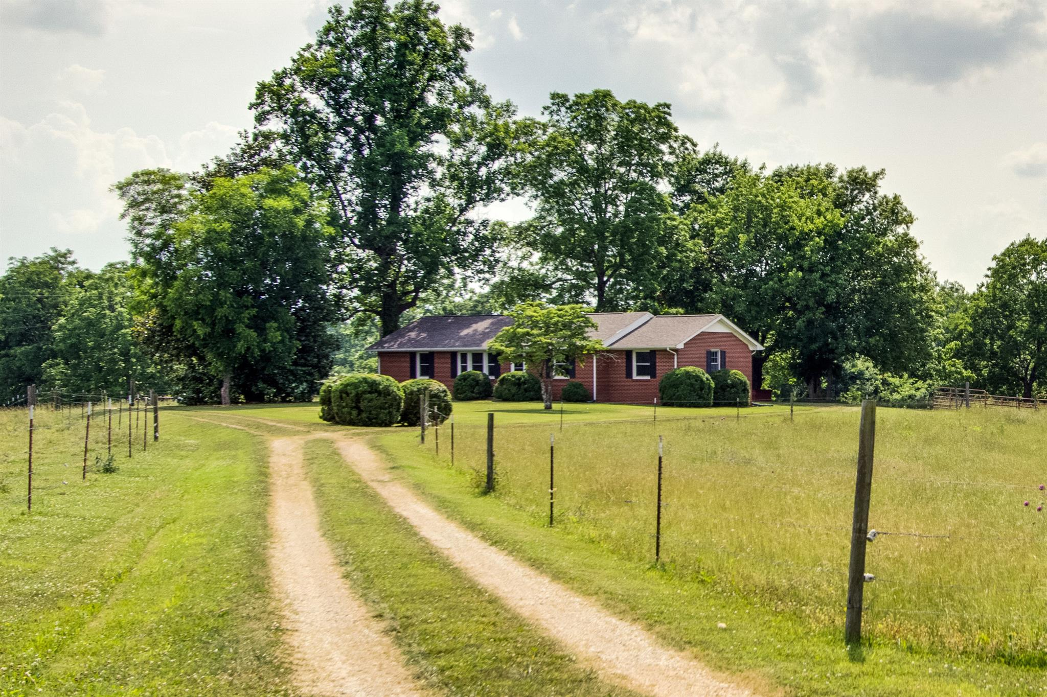 2707 Ernest Hawkins Rd, Columbia, TN 38401