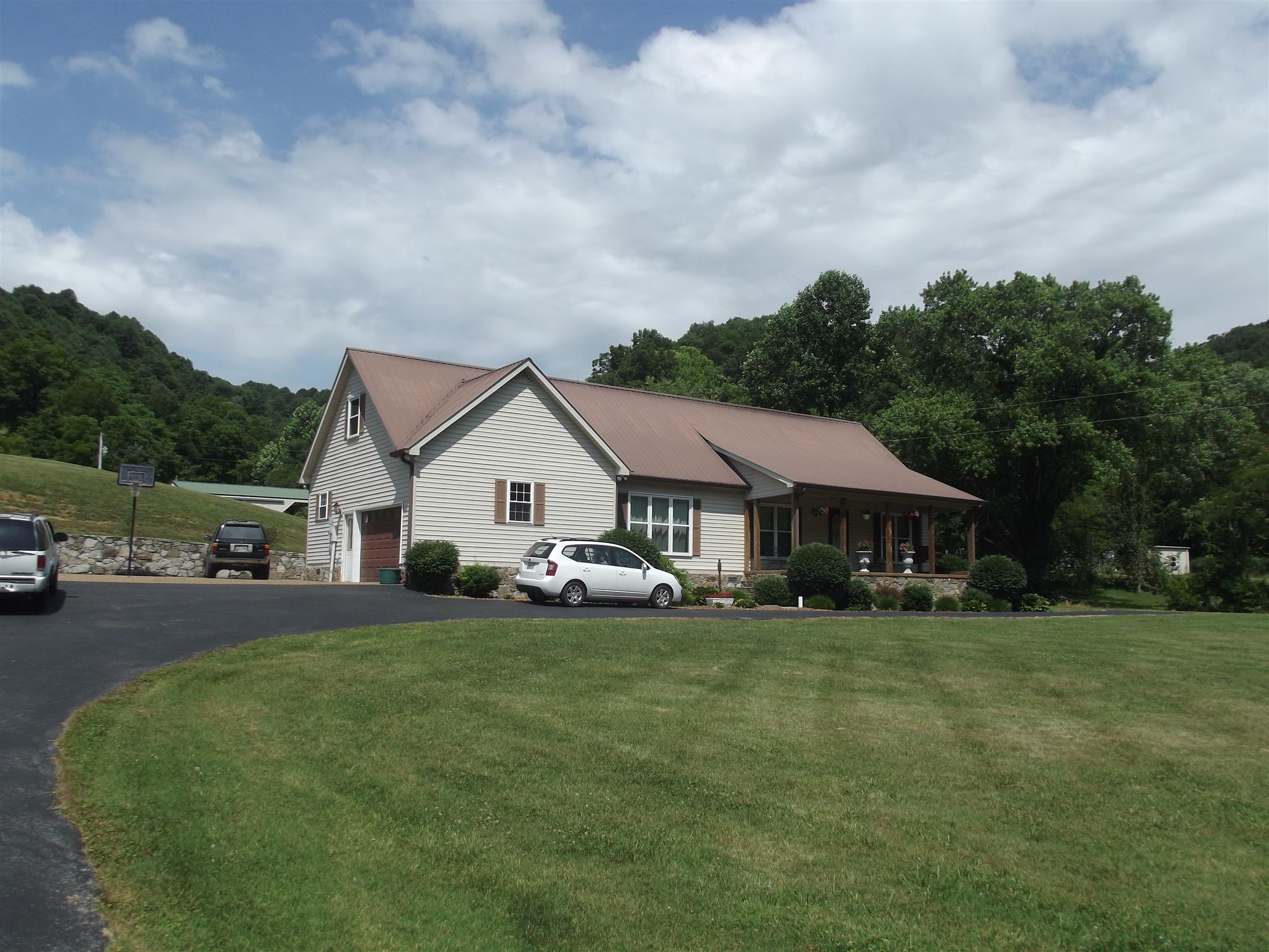 293 Little Creek Rd, Pleasant Shade, TN 37145