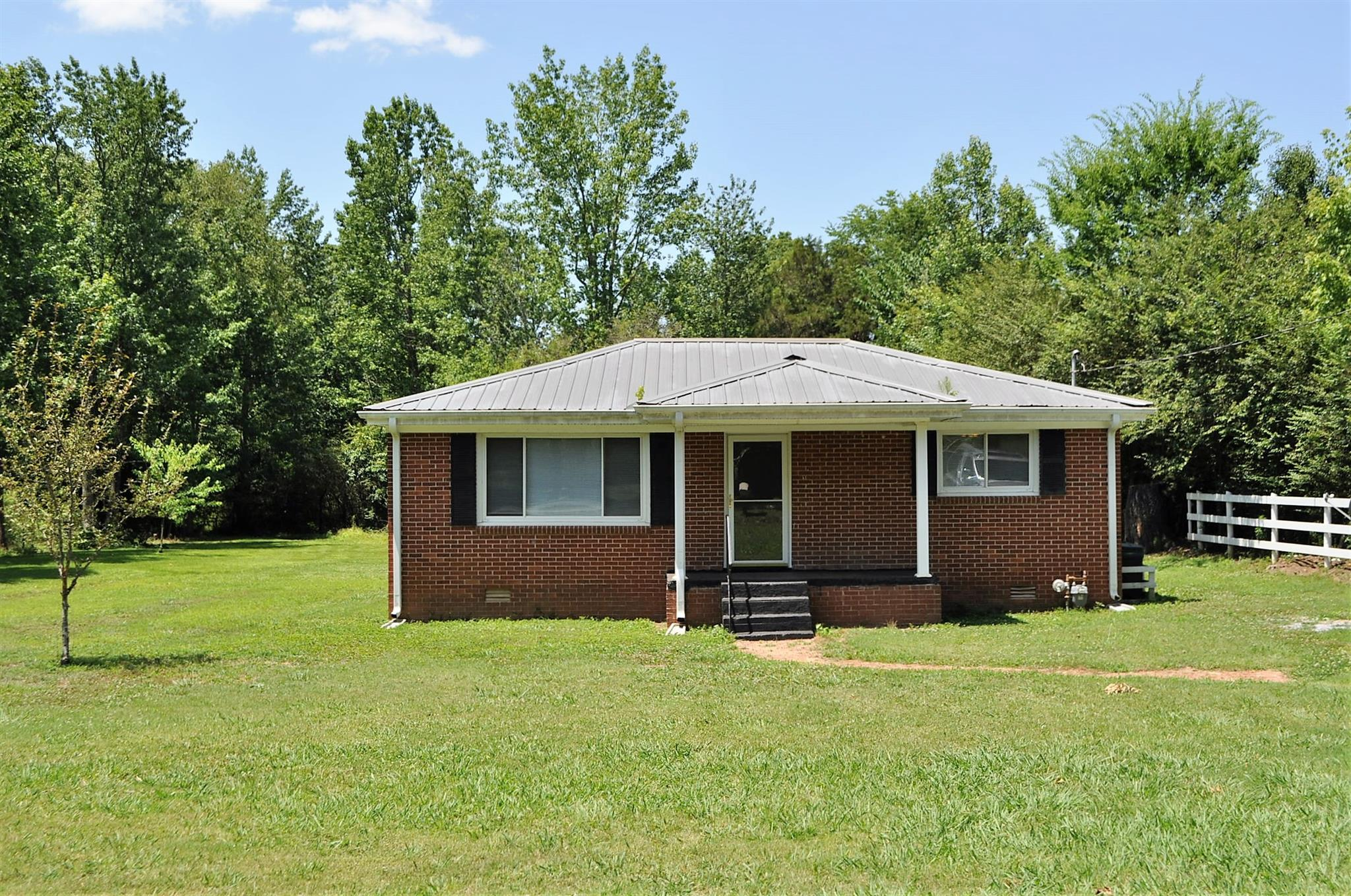 617 Old Huntsville Rd, Fayetteville, TN 37334