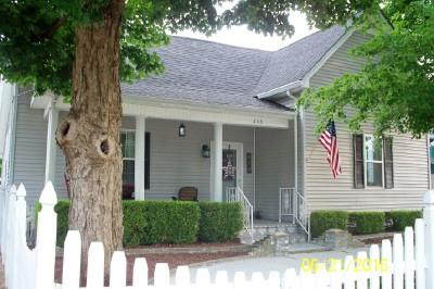 206 3rd Ave W, Springfield, TN 37172
