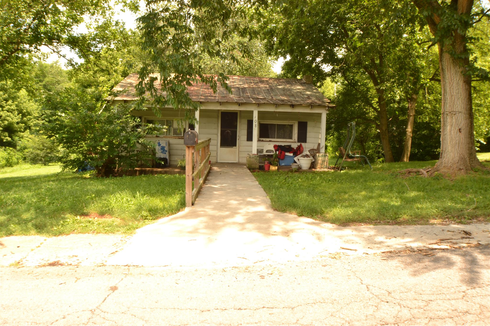 108 Walnut St, Adams, TN 37010