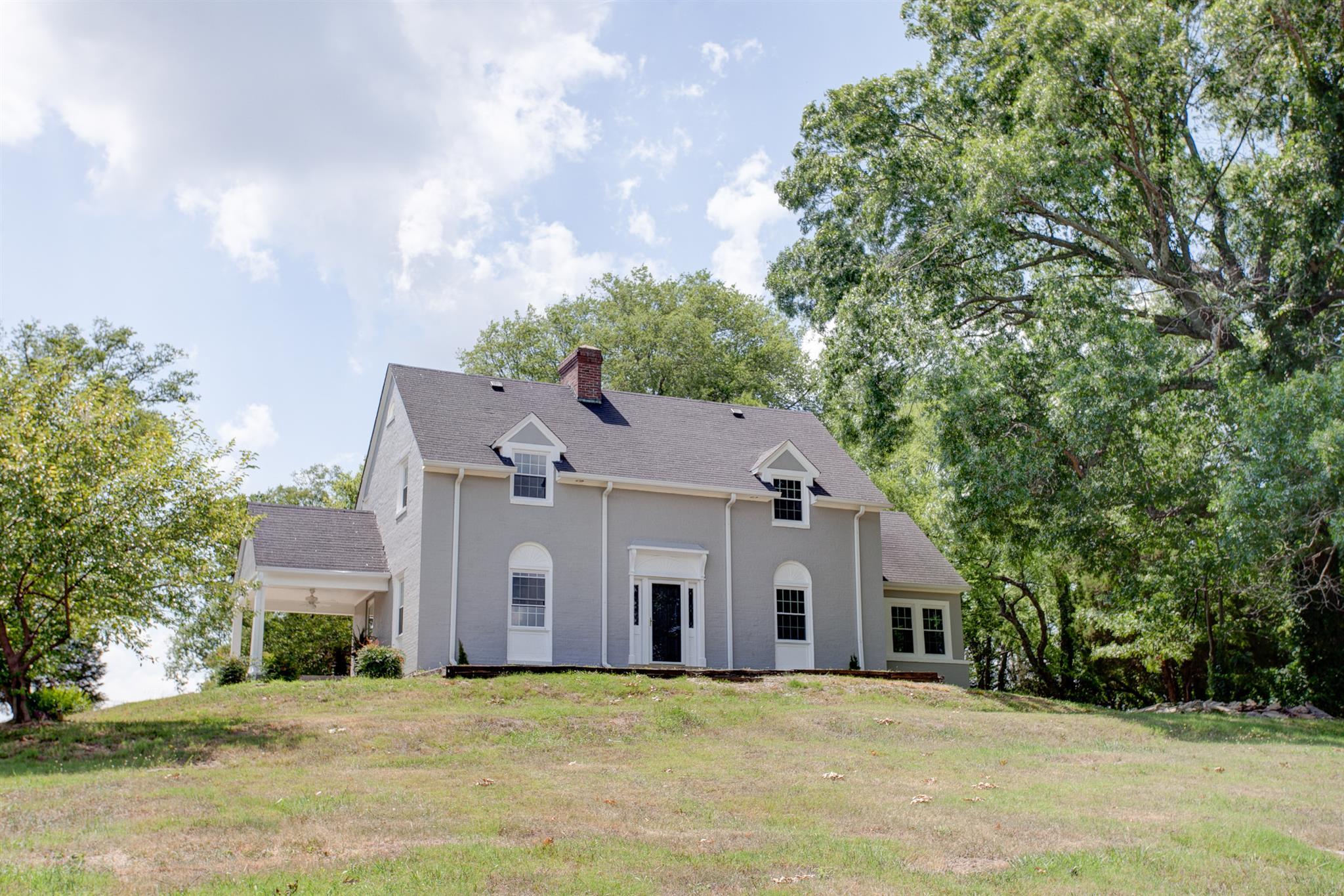 1402 Perkins Ln, Columbia, TN 38401
