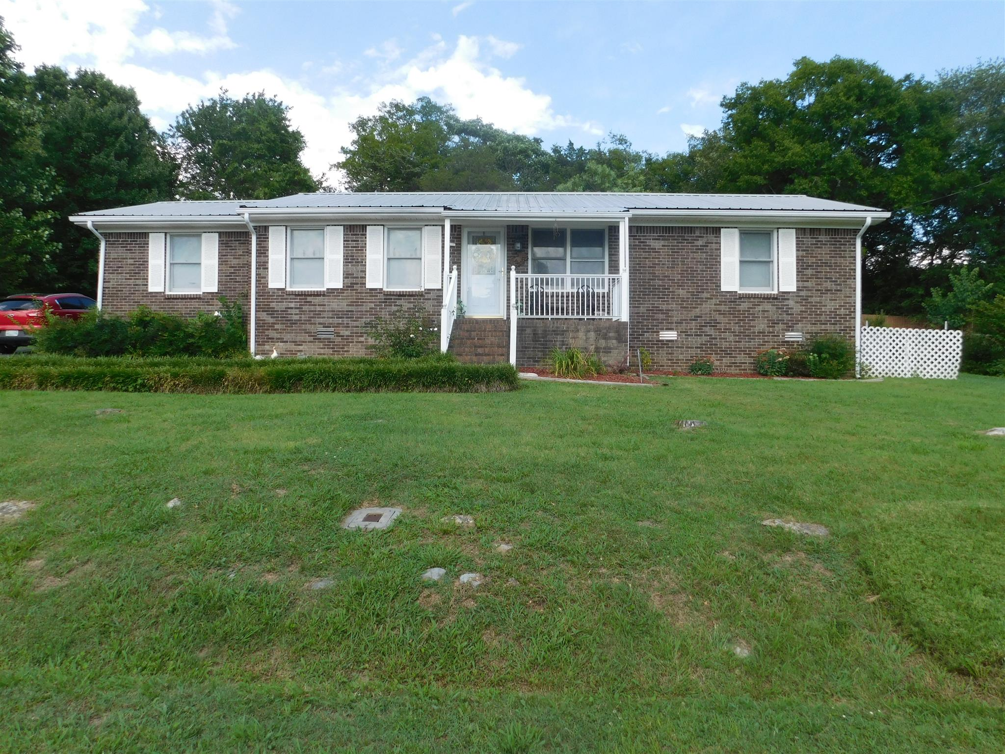Photo of 1011 Lowell Dr E  Fayetteville  TN