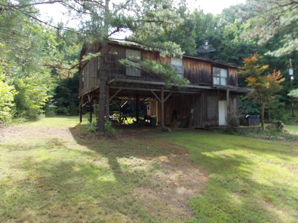 2790 Deer Creek Rd, Linden, TN 37096