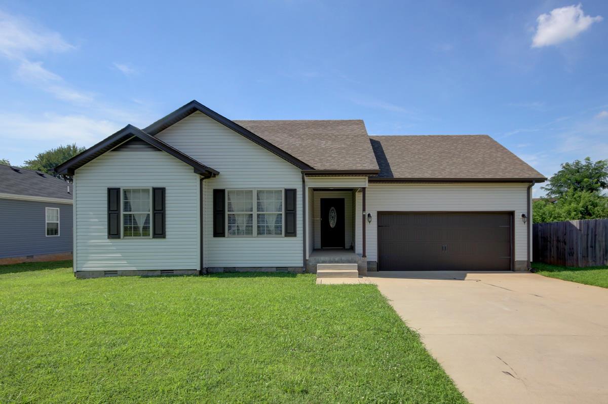 1326 Whitt Ln, Clarksville, TN 37042