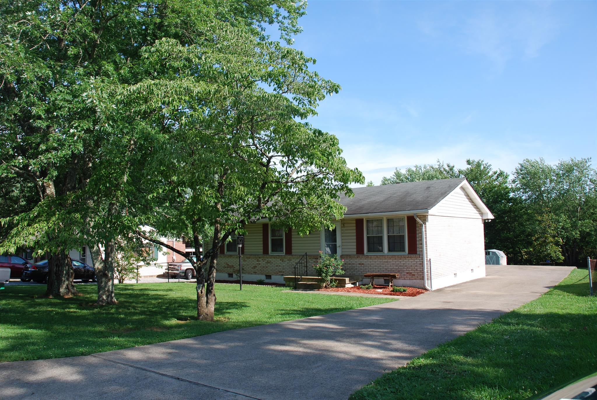 1008 Yount Dr, Greenbrier, TN 37073