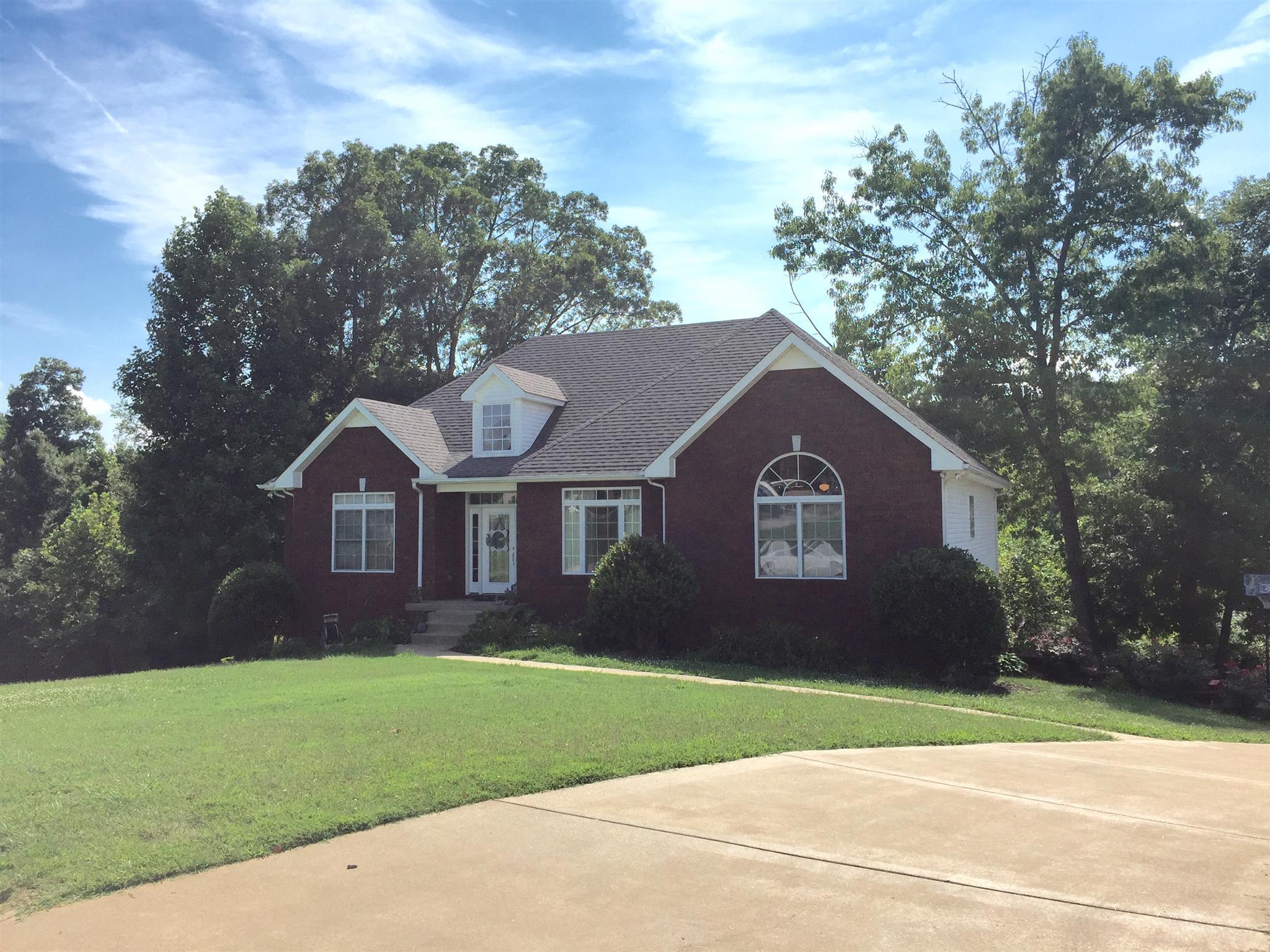 1128 Rustling Oaks Dr, Pleasant View, TN 37146