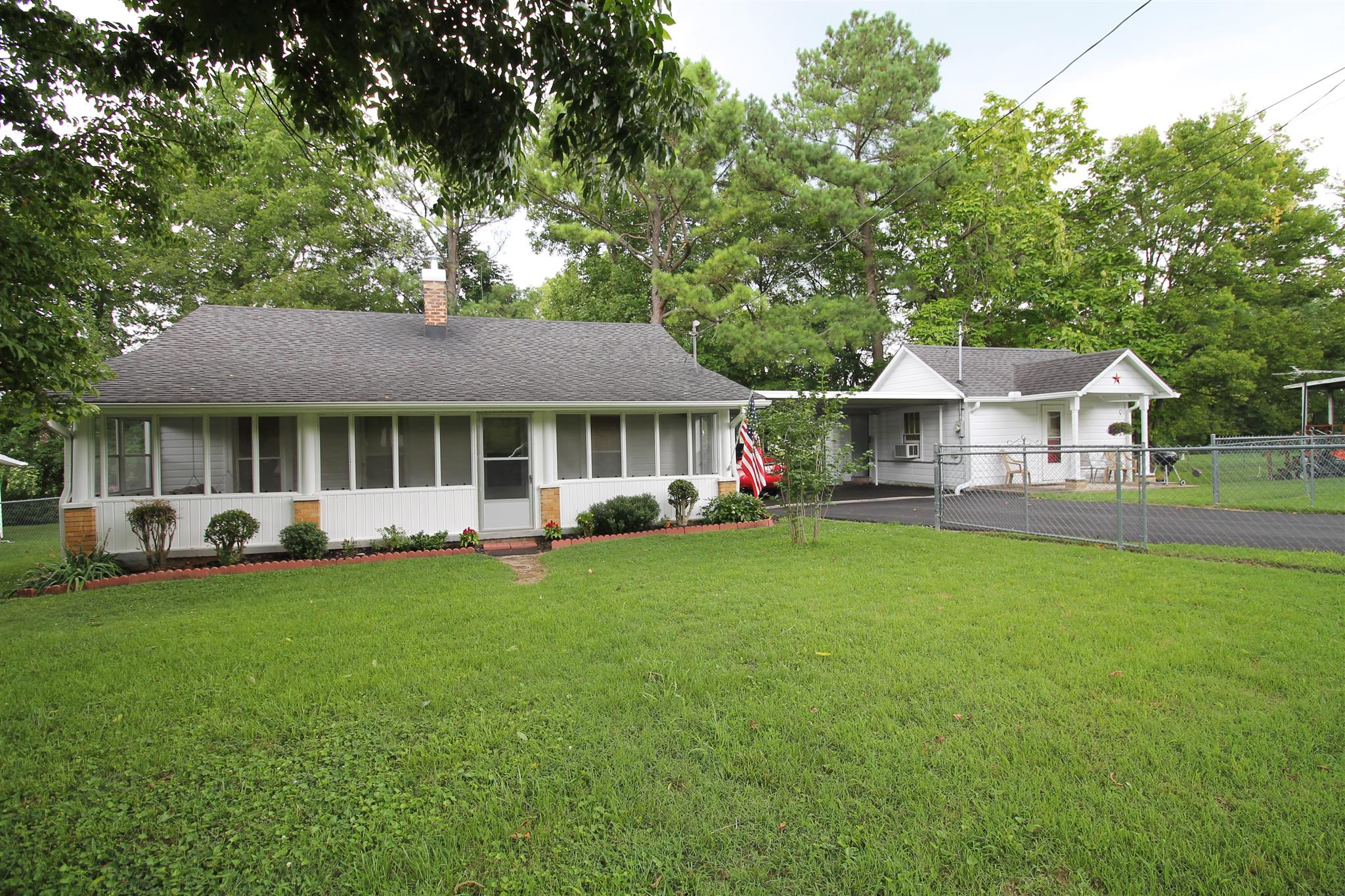 321 E 15th St, Columbia, TN 38401