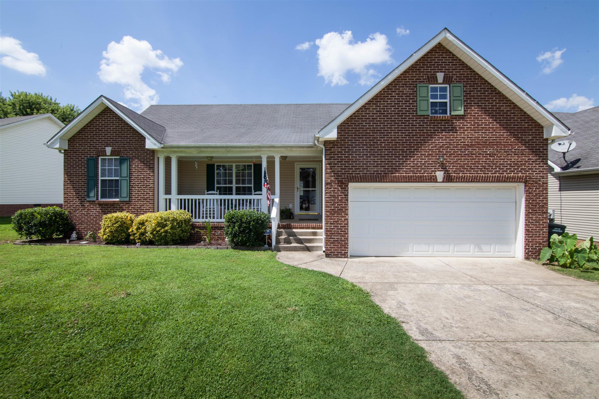 240 Green Hills Dr, Springfield, TN 37172